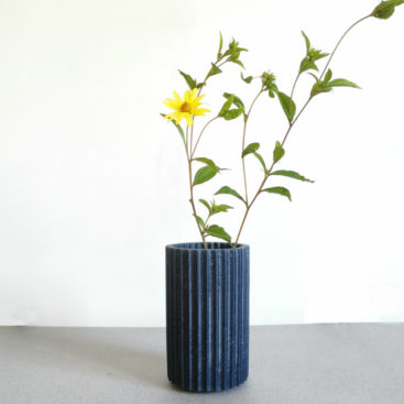 BOUTURE_vase-design-bleu-verre-recycle